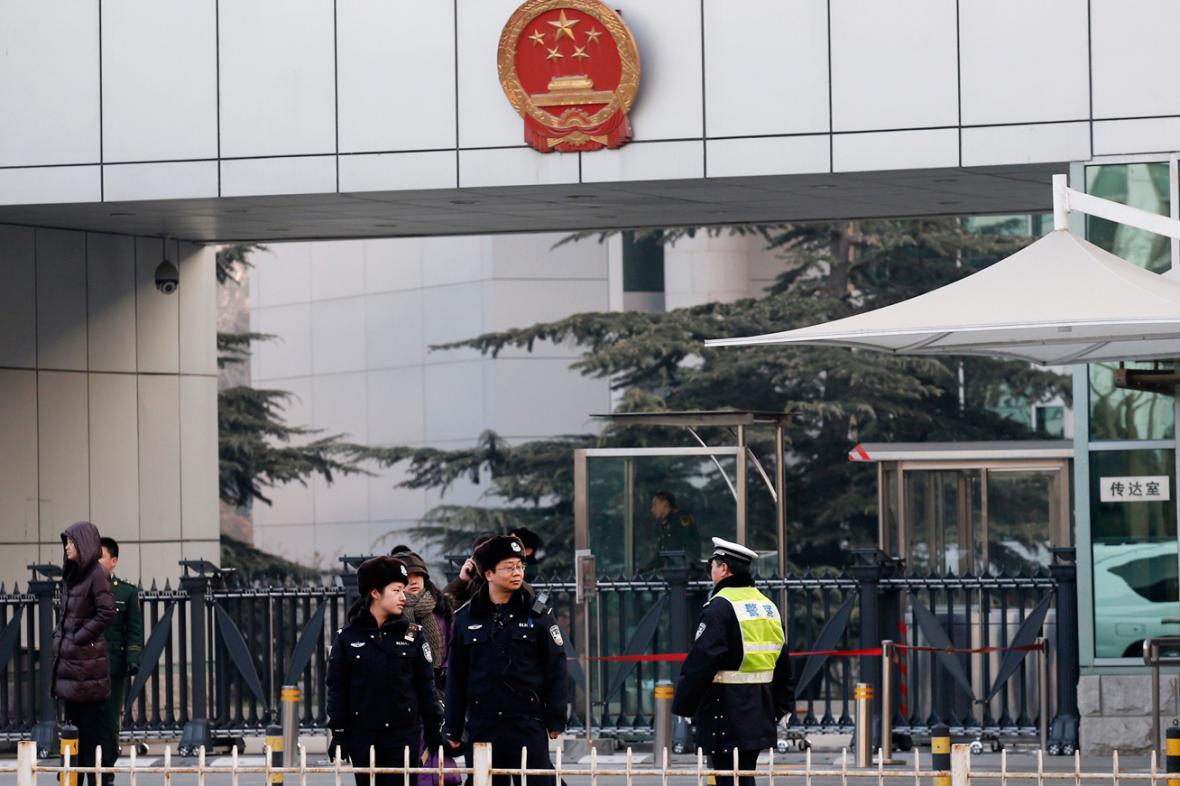 Soud se Sü Č'-jungem provázejí přísná bezpečnostní opatření