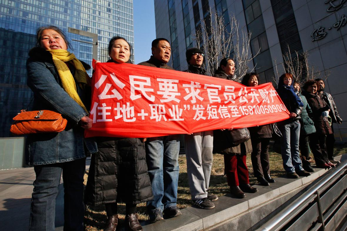 Před soudní budovou protestovali Süovi stoupenci