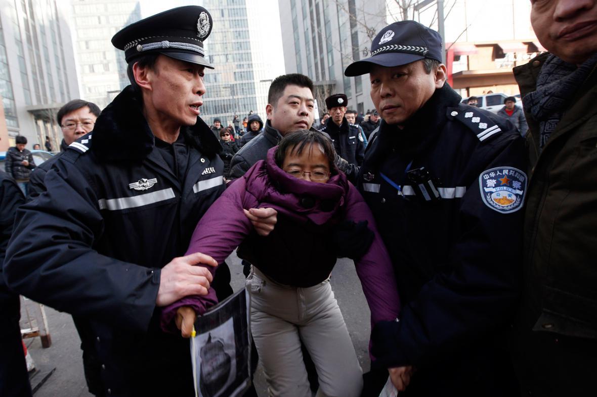Čínská policie zatýkala stoupence Sü Č'-junga