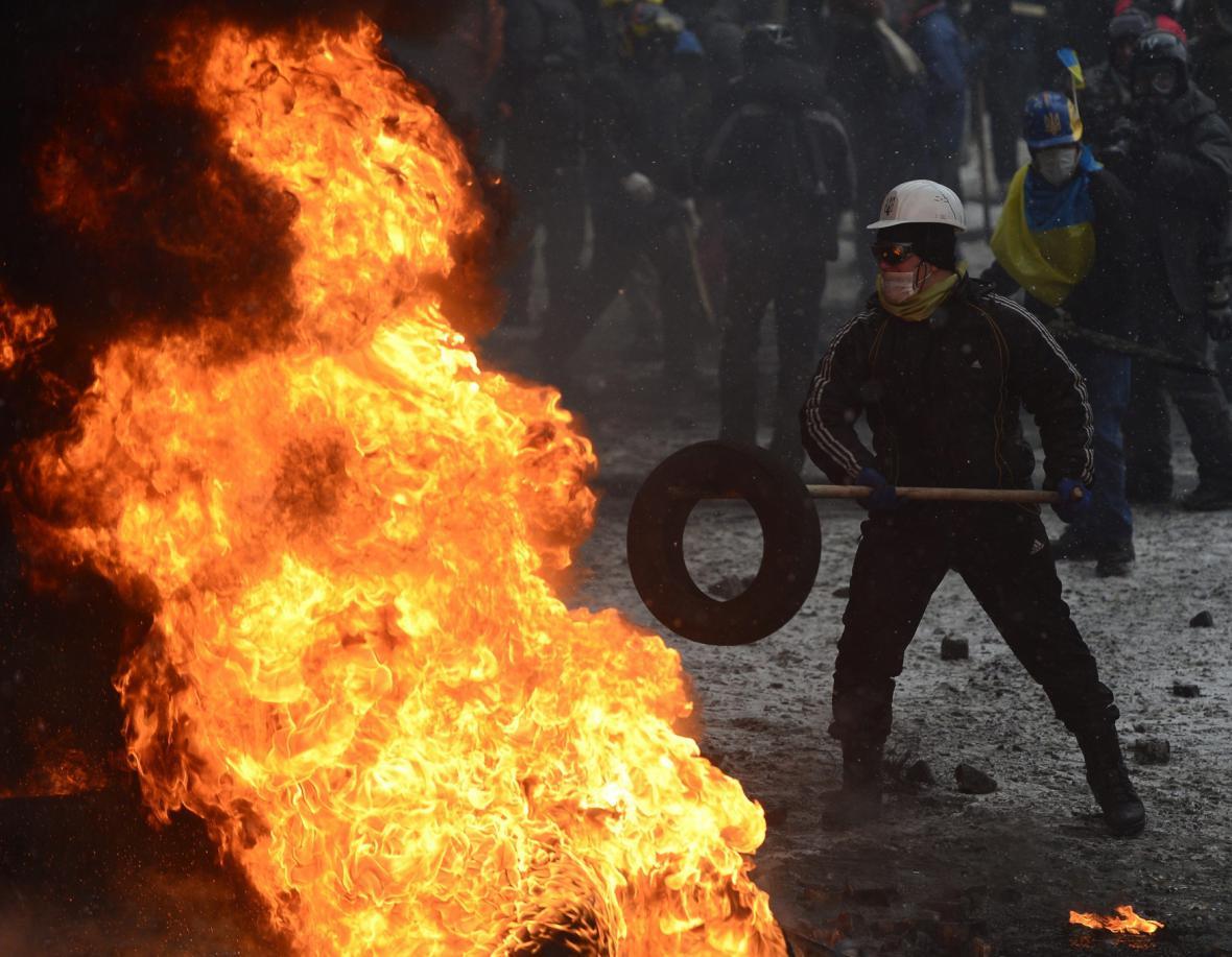 Radikální odpůrci vlády v ulicích Kyjeva