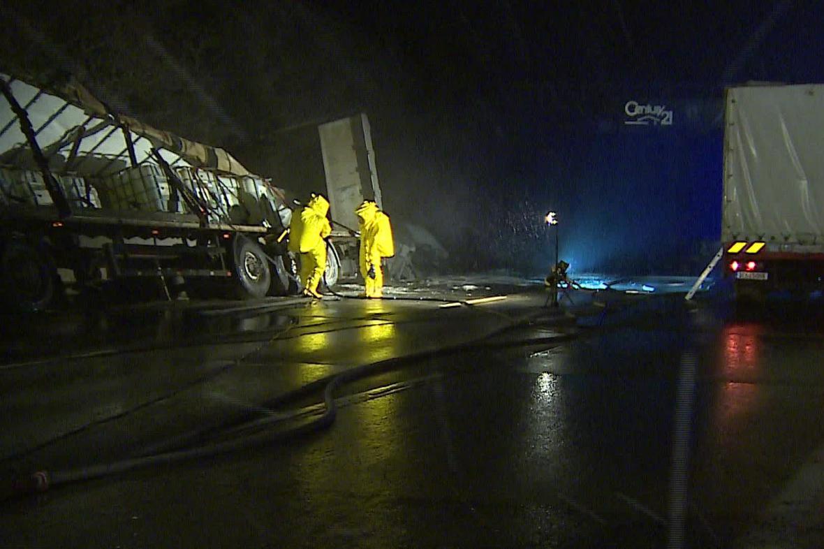 Nehoda kamionu s kyselinou