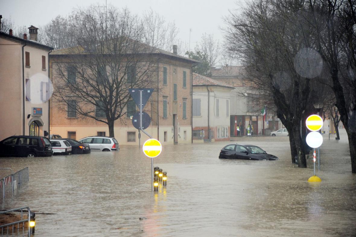 Italská vesnice Bastiglia pod vodou