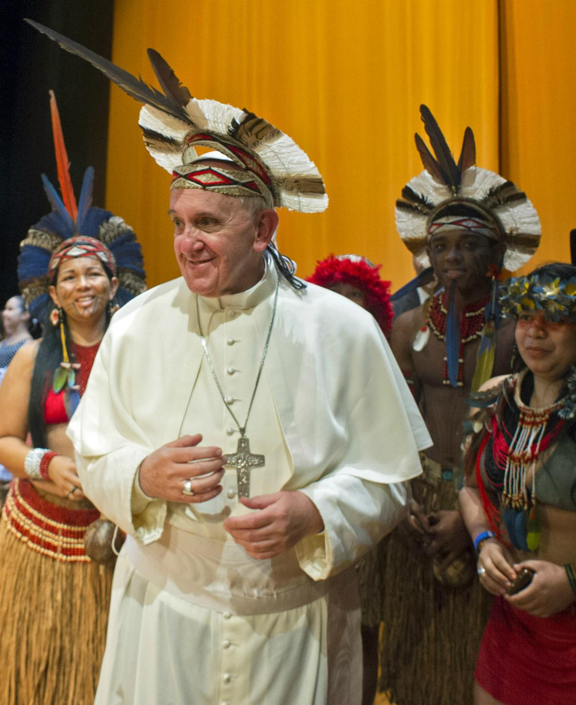 František dostal od členů kmene Pataxo čelenku