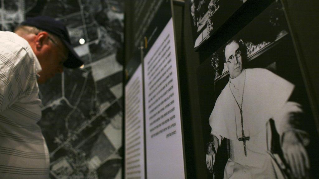 Připomínka kontroverzního papeže v památníku Jad Vašem