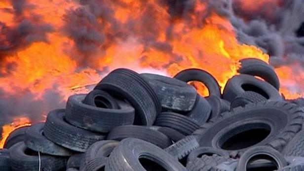 Požár skládky pneumatik