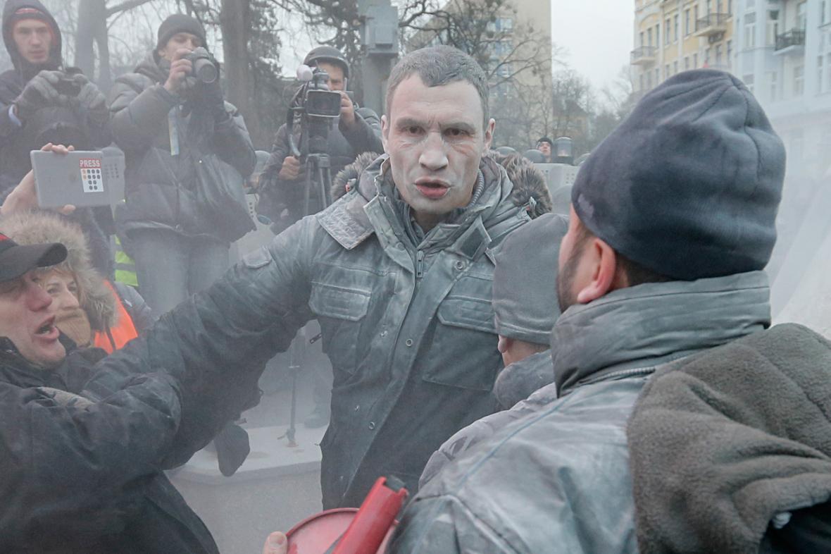 Demonstranti v Kyjevě napadli i Vitalije Klička