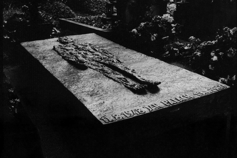 Náhrobek Jana Palacha na Olšanských hřbitovech, 1970