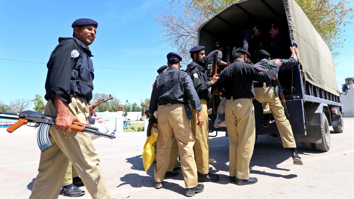 Pákistánské bezpečnostní síly odjíždějí před volbami do Péšávaru