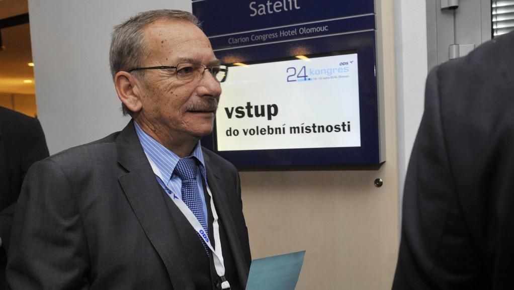 Jaroslav Kubera přichází volit předsedu