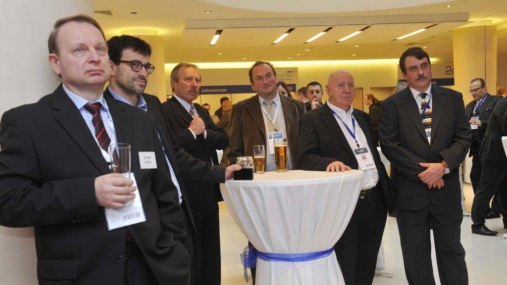 Delegáti sledují projevy na kongresu ODS