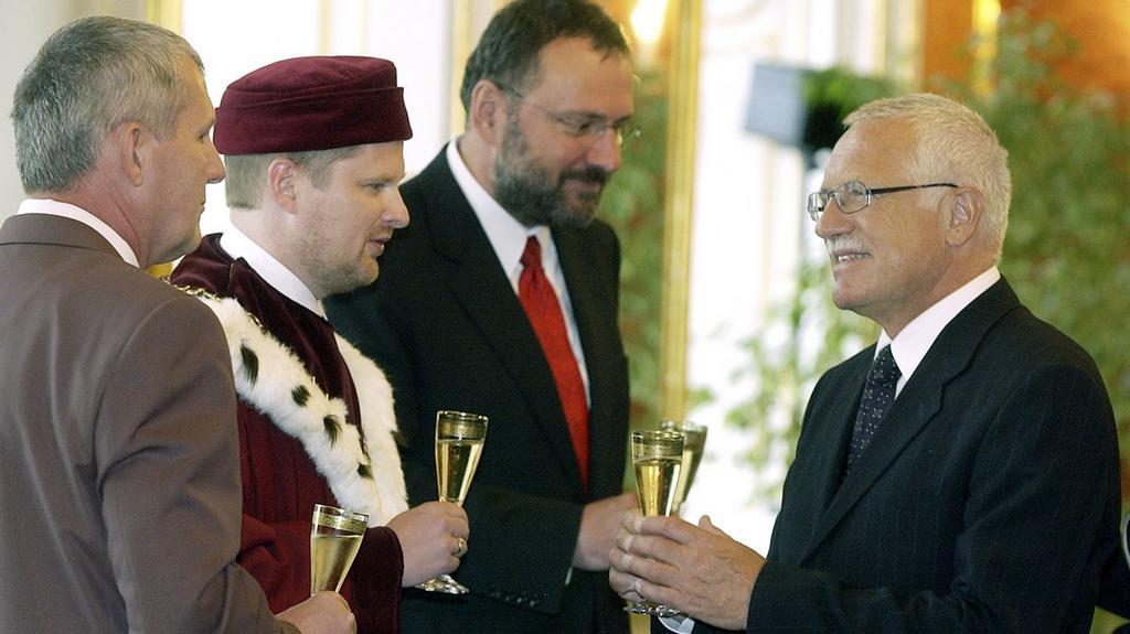 Fiala střídá Jiřího Zlatušku (druhý zprava) v čele brněnské univerzity