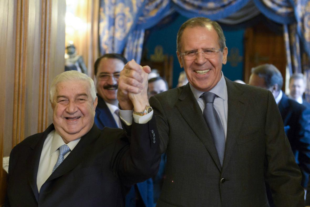 Válid Mualim a Sergej Lavrov po společném jednání v Moskvě