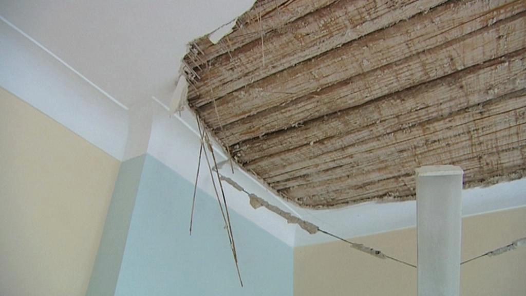 Pád stropu v Domově na hradě Rychmburk