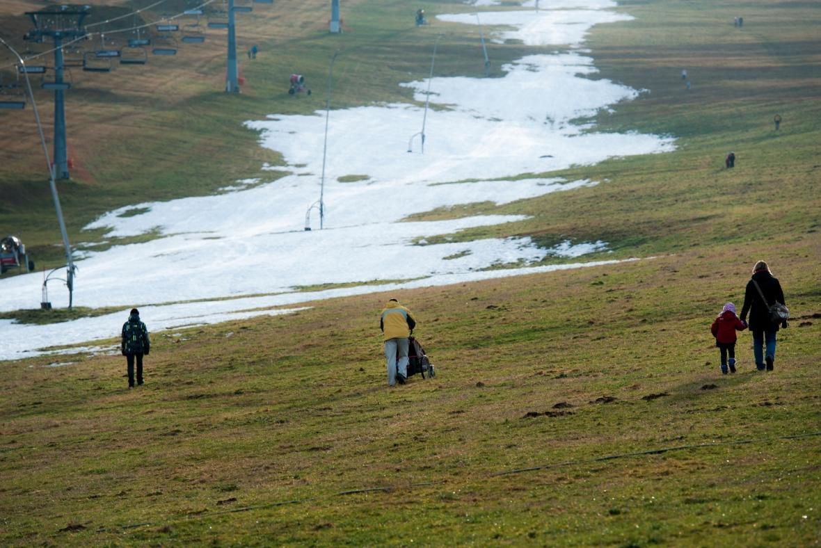 Nedostatek sněhu na sjezdovkách