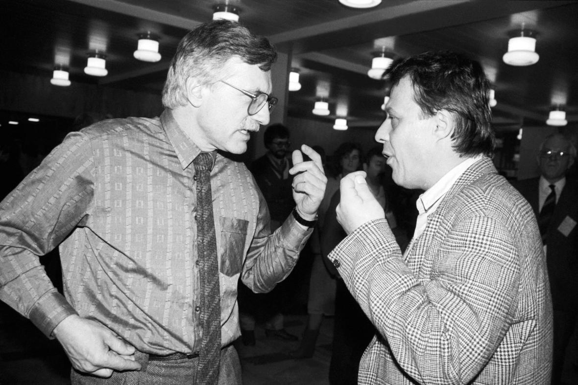 Václav Klaus s Petrem Uhlem (1990)