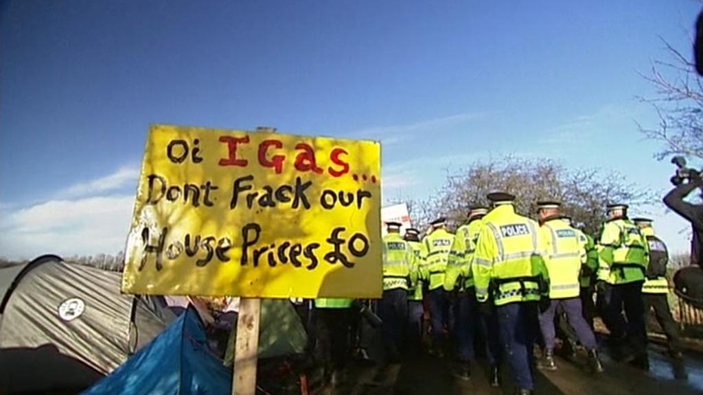 Britové protestují proti břidlicovému plynu