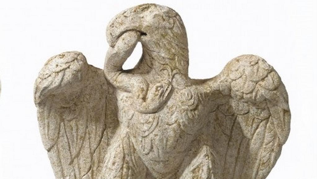 Londýnští archeologové nalezli starořímskou sochu orla