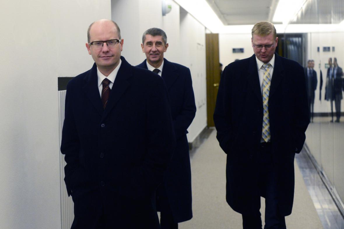 Bohuslav Sobotka (ČSSD), Andrej Babiš (ANO) a Pavel Bělobrádek (KDU-ČSL)