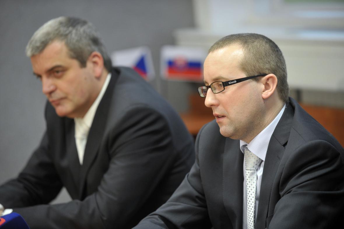 Státní zástupce Roman Kafka (vpravo) a náměstek policejního ředitele Zlínského kraje Jindřich Kučera