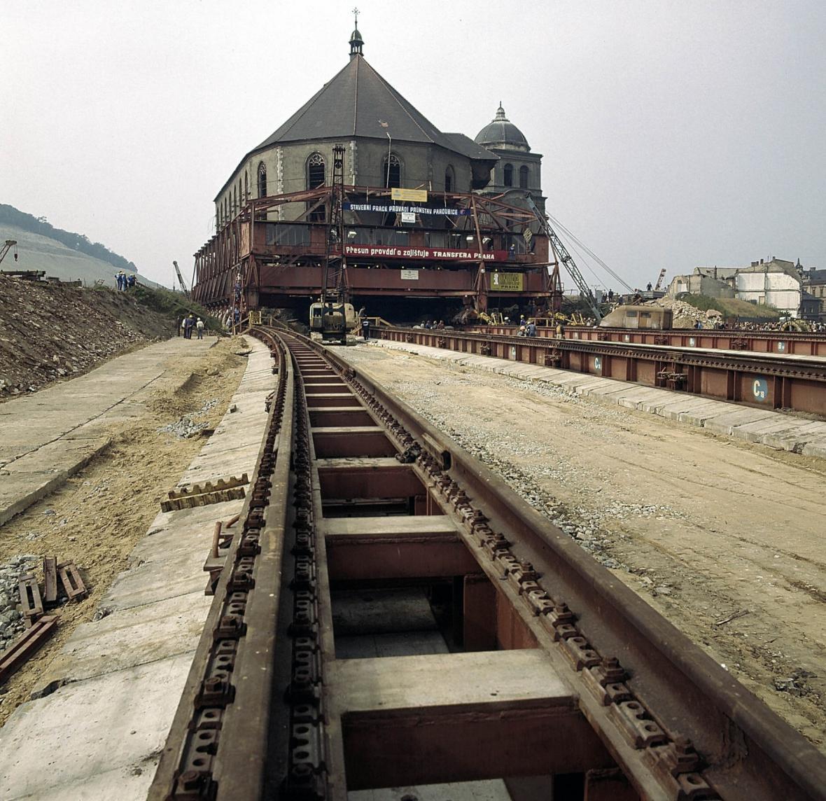 Přesun kostela v Mostě