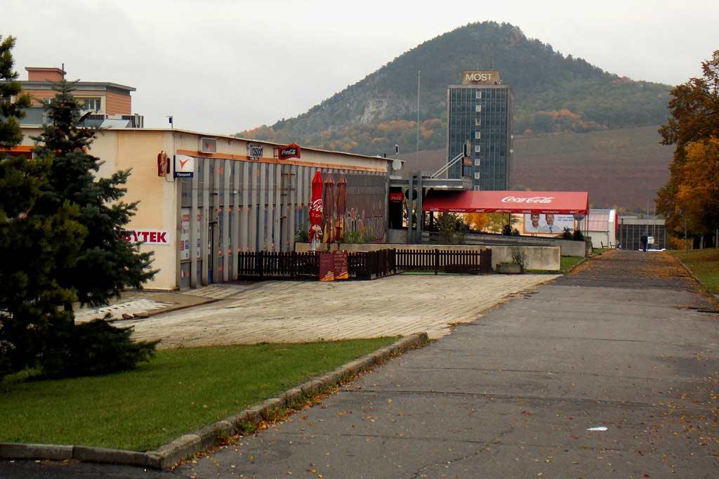 Pohled na mostecké nádraží od jihu