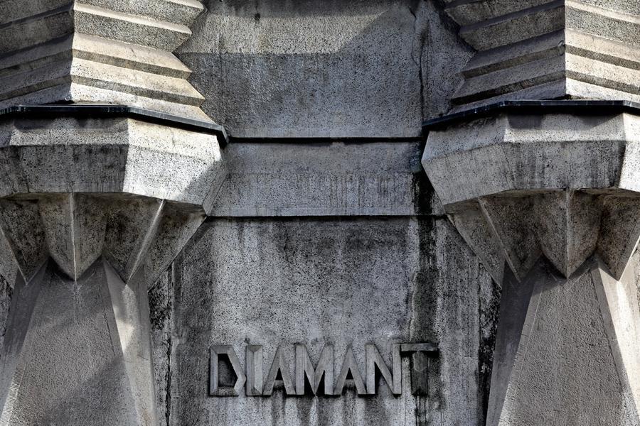 Dům Diamant na rohu Spálené a Lazarské ulice