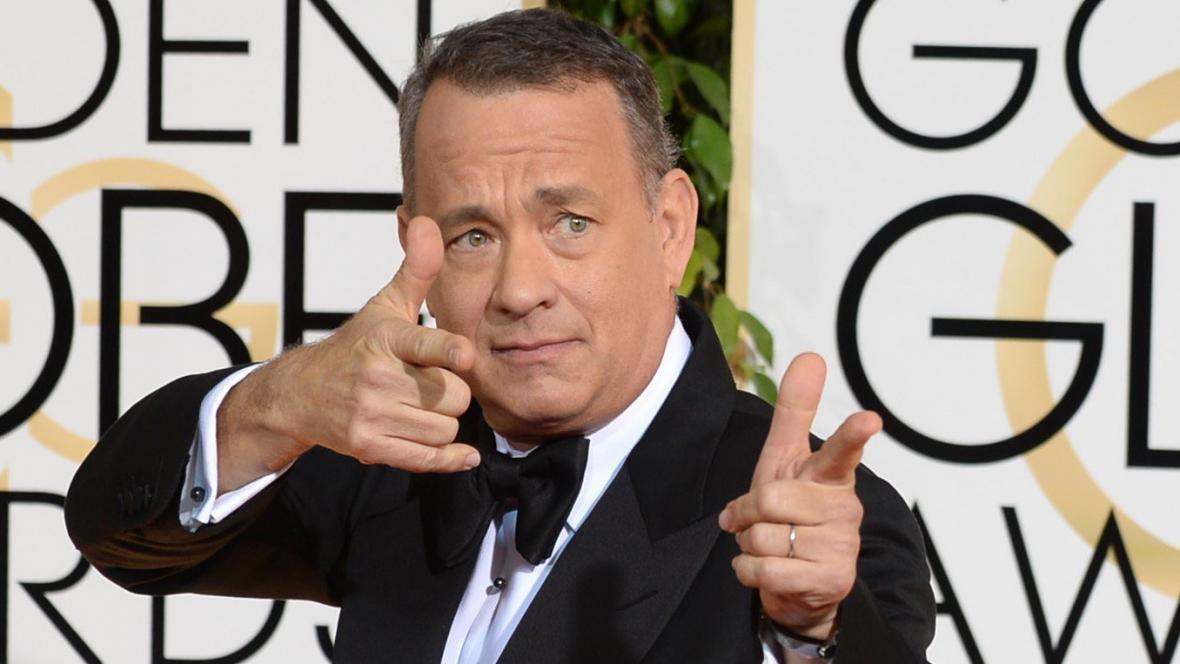 Tom Hanks při příjezdu na udílení cen Zlatý glóbus
