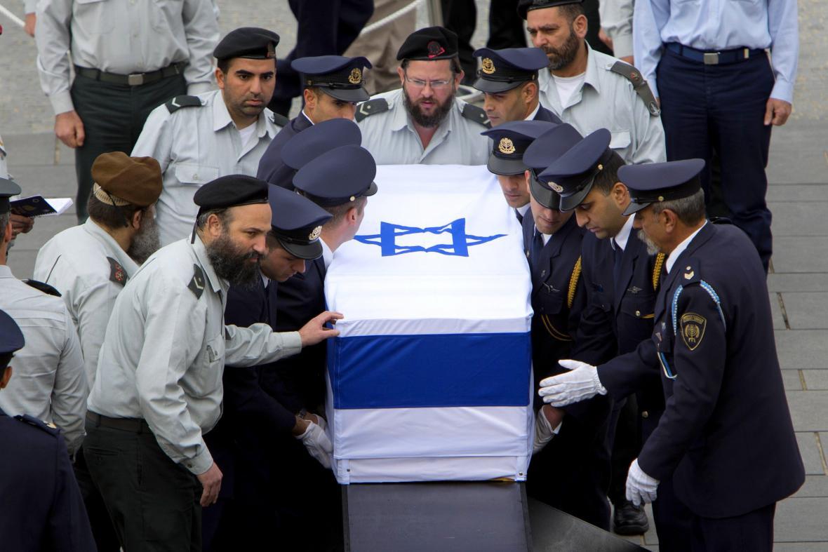 Parlamentní garda se Šaronovou rakví
