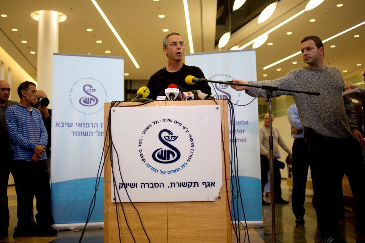 Gilad Šaron oznamuje smrt svého otce