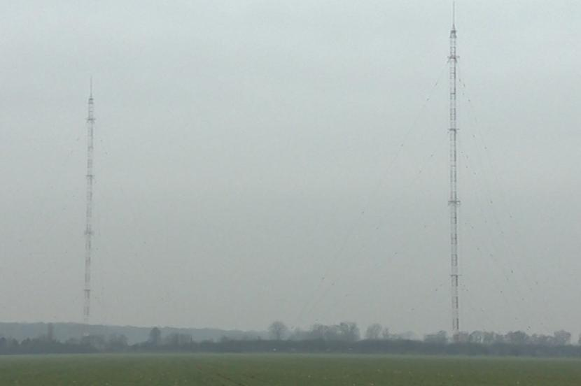 Obě věže sahají do výšky 270 metrů