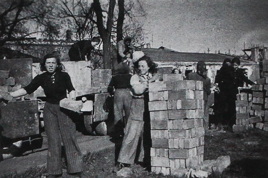 Ženy v pracovním táboře v Estonsku