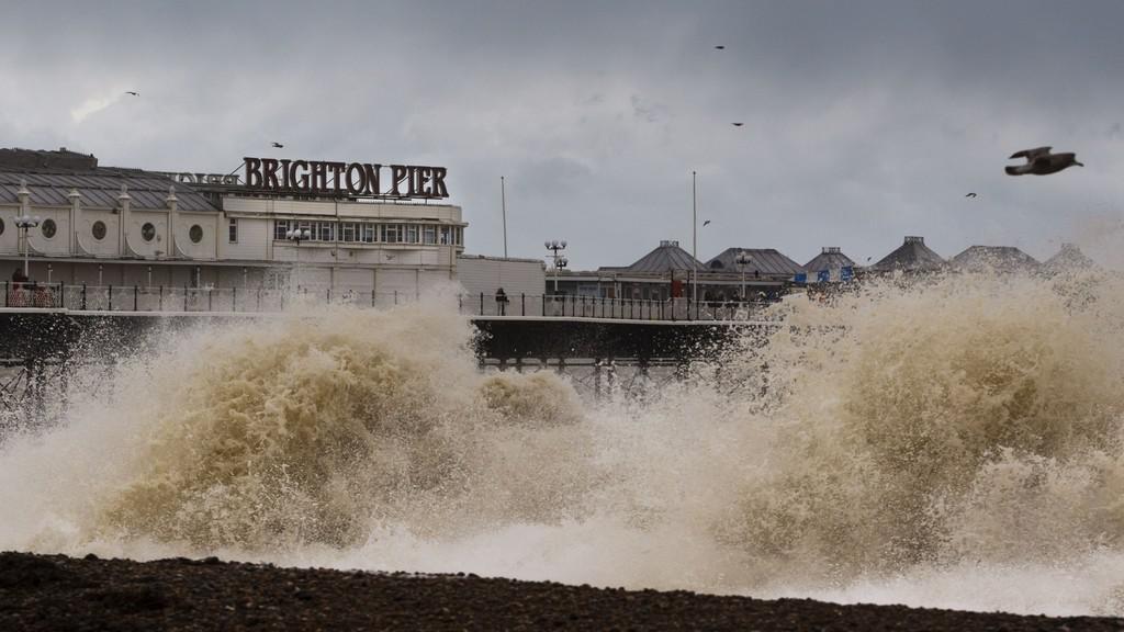 Britské pobřeží zasáhly záplavy