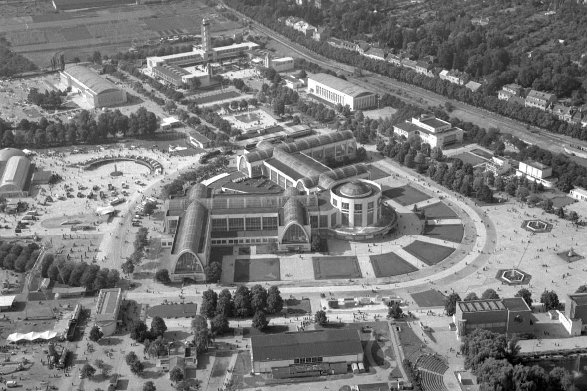 Letecký pohled na brněnské výstaviště (1957)