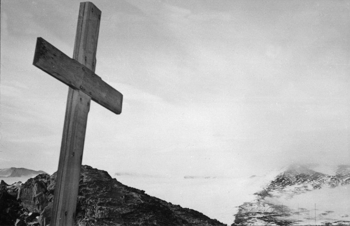 Kříž na Scottově mohyle poblíž Jižního pólu