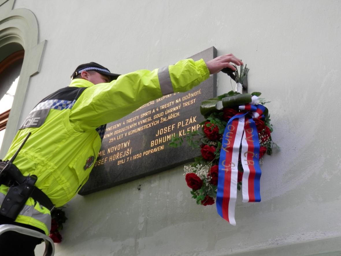 Vzpomínka na členy lounské skupiny Mapaž 5