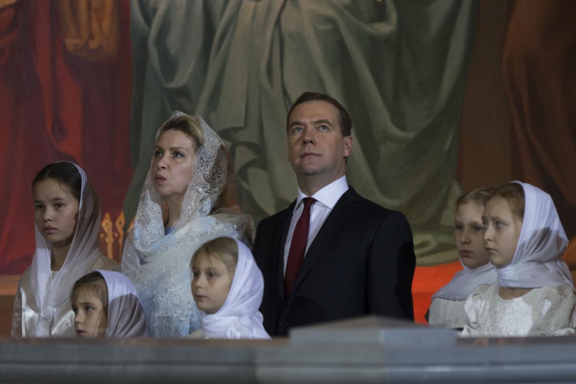 Ruský premiér Medvěděv na vánoční mši