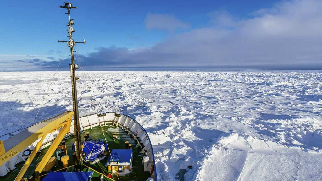 Foto pořízené z paluby lodi Akademik Šokalskij