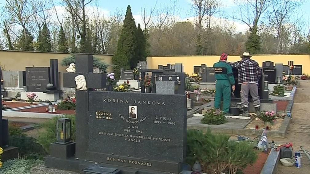 S opravou pomáhali i zaměstnanci obce Vranovice