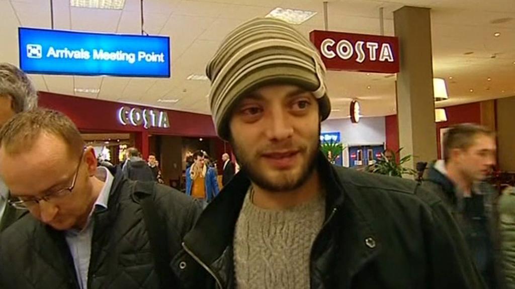 Victor Spirescu na londýnském letišti