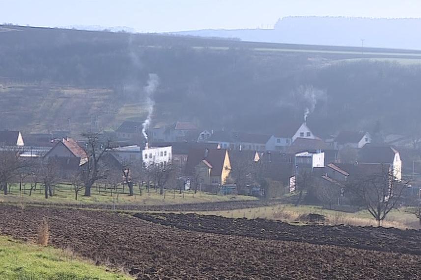 Na vesnicích je kritická topná sezona v době inverze
