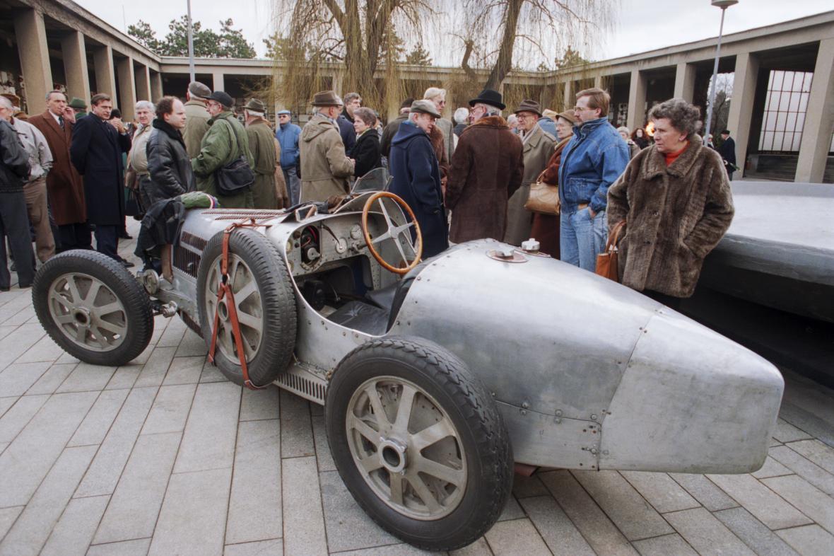 Pohřeb Elišky Junkové a Bugatti, se kterým závodila