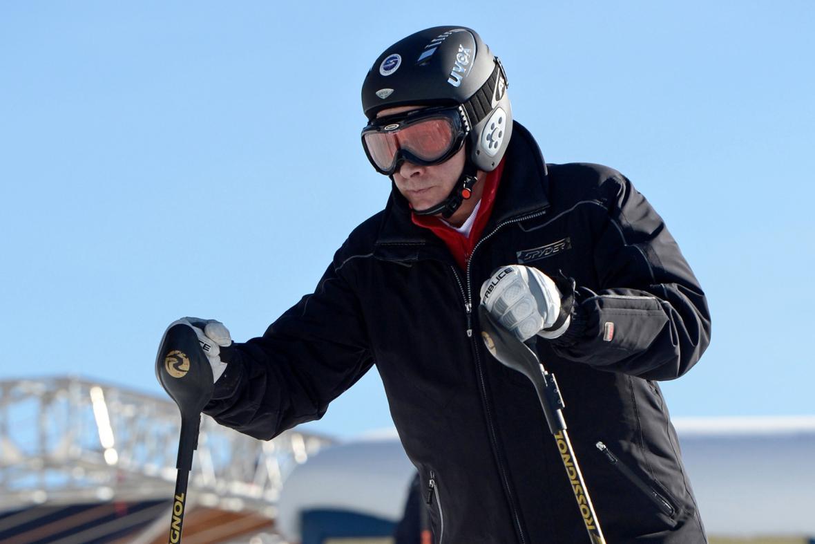 Vladimir Putin na lyžích v Soči
