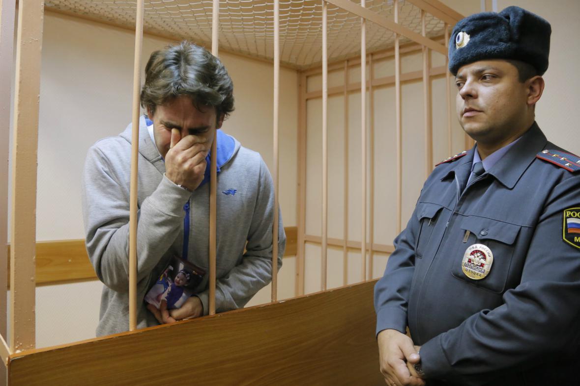 Člen Greenpeace Miguel Orsi po propuštění z ruské vazby