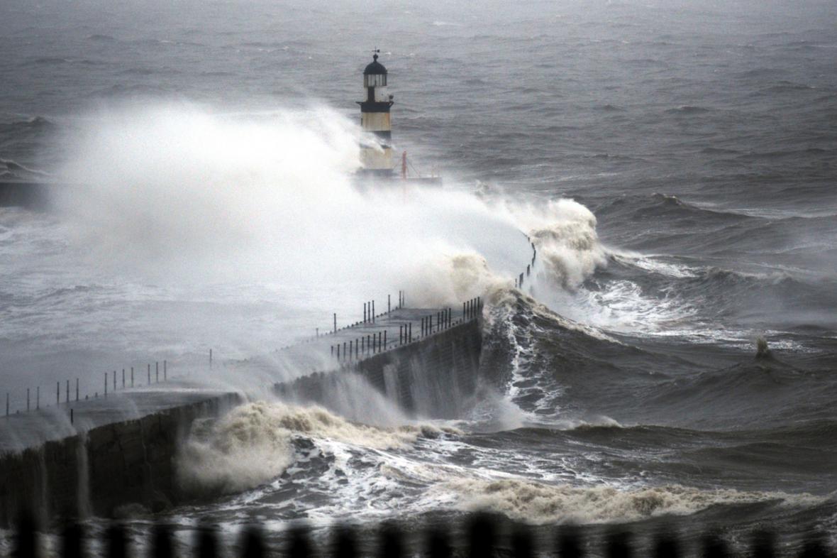 Británii zasáhnou bouře