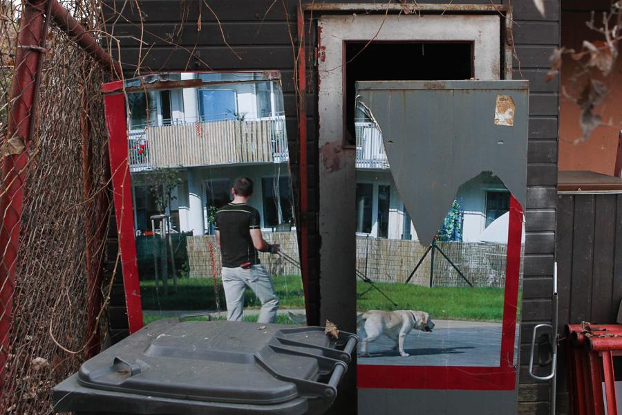 Opuštěná kancelář autobazaru na Libeňském ostrově