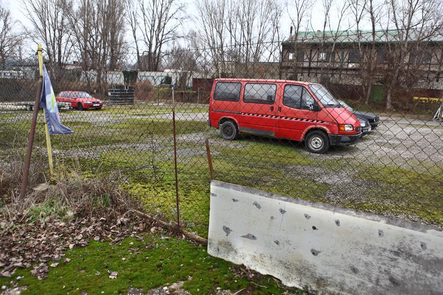 Poloprázdný autobazar na Libeňském ostrově