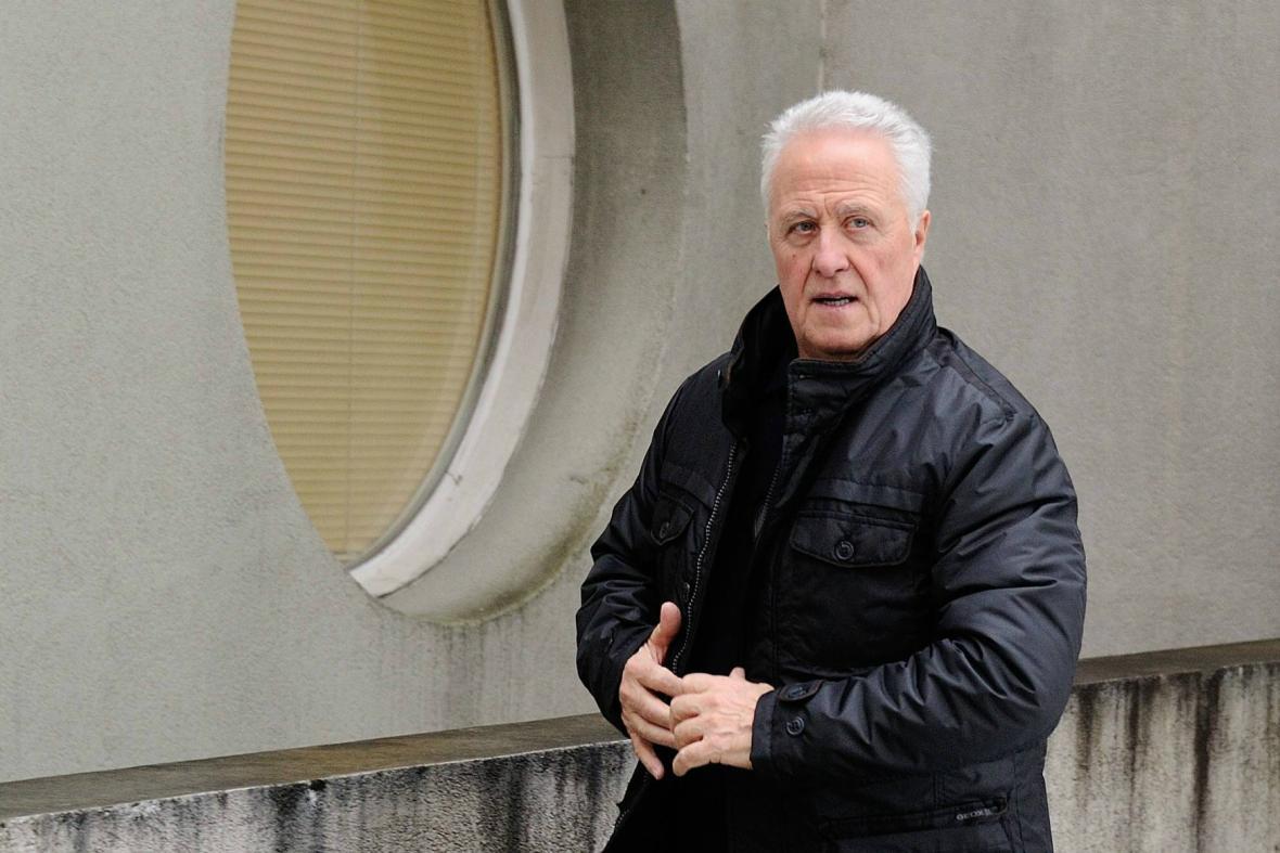 Schumacherův otec Rolf míří do nemocnice