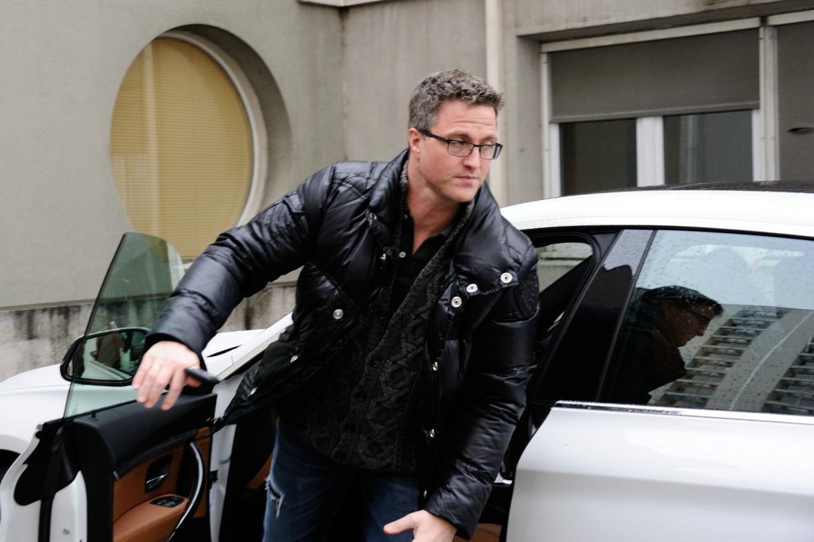 Do nemocnice každý den přijíždí i Schumacherův bratr Ralf