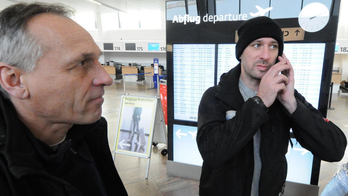 """""""Jaro, kde jsi? My už jsem tady,"""" Tomáš Vrátný volá svému navigátorovi Jaroslavovi Miškolcimu"""
