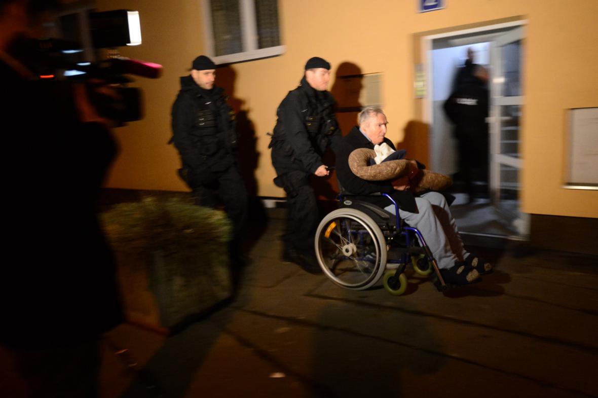 Policie evakuuje obyvatele z okolí velvyslanecké rezidence